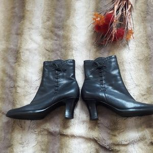 Calico Cute Leather Black Booties Sz. 6 1/2
